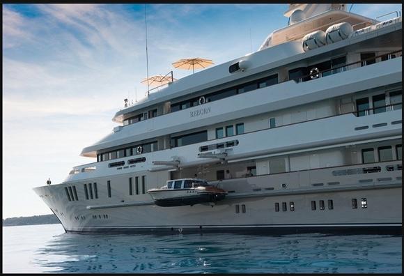 Le yacht Reborn acheté par Bernard Tapie pour 35 millions avec les 285 millions versés par le contribuable français